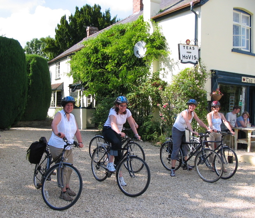 Family-Cycling-holiday-in-the-Teme-Valley-with-Wheely-Wonderful-Cycling1