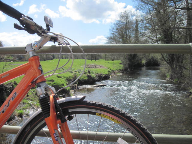 bike-on-bridge-river3